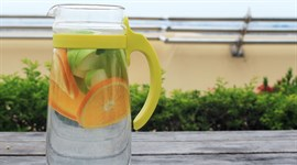 Thức uống detox từ táo - cam - bạc hà