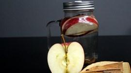 Thức uống detox từ táo và quế