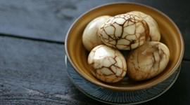 Trứng gà kho hồng trà kiểu Trung Hoa