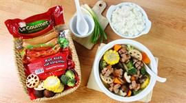 Cách nấu canh xúc xích Việt xông khói rau củ