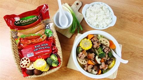 Canh xúc xích Việt xông khói rau củ